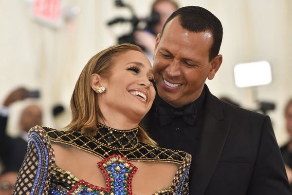 It's official, Jennifer Lopez And A-Rod Are Engaged. 5