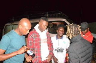 Jose Chameleone Hits Photographer-Usher Roberts With A Beer Bottle. 5