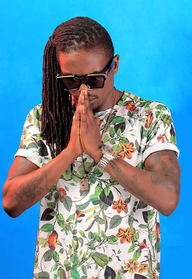 Weasel Manizo Got An Accident While Coming For Hot100's Hot Breakfast Interview. 5