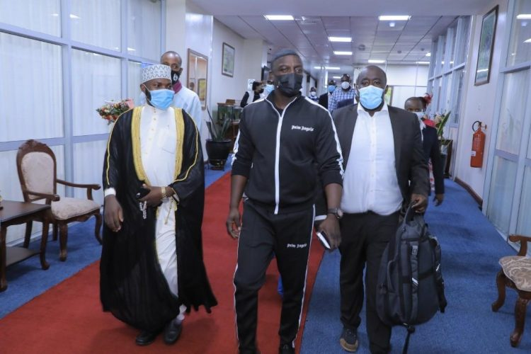akon - Singer Akon Arrives In Uganda For Business And Energy Investment Meetings With President Museveni And Other Local Leaders.